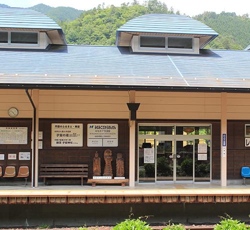 駅の風景(昼)